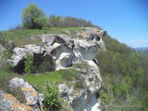 """Скални манастири """"Гюре Бахча"""" - красивият скален венец"""