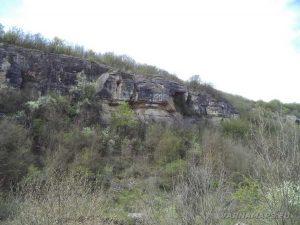 Водопад Шарлъка - внушителните скали в каньона към водопада