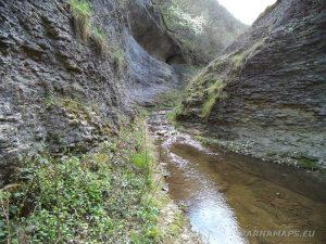 Водопад Шарлъка - красивото ждрело на реката край водопада