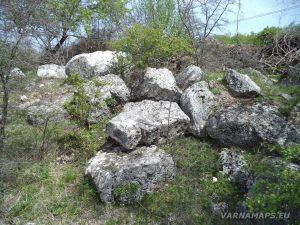 Провадийското плато - руини от крепостна стена