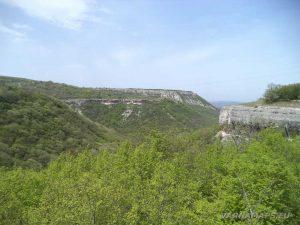 Провадийското плато - панорамна гледка от скалите при римския път