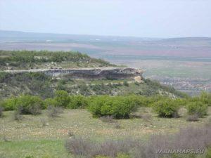 """Провадийското плато - изглед към скален манастир """"Чукара"""""""