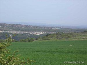 """Провадийското плато - изглед към крепост """"Овеч"""" в началото на маршрута"""