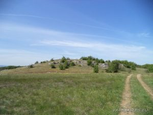 Местност Канарата - скалната канара отстрани