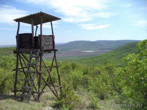 """Скален манастир """"Чукара"""" - наблюдателна кула по пътя към манастира"""