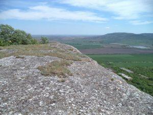 """Скален манастир """"Чукара"""" - скалния венец над манастира"""