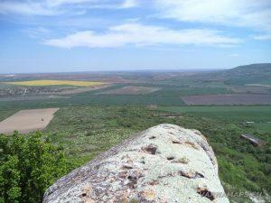 """Скален манастир """"Чукара"""" - на ръба на скалата над манастира"""
