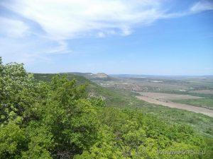 """Скален манастир """"Чукара"""" - красива панорама от скалата над манастира"""
