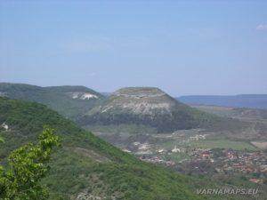 """Скален манастир """"Чукара"""" - изглед към Венчанското кале от скалата"""