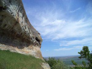 """Скален манастир """"Чукара"""" - голям свод под скалния масив"""