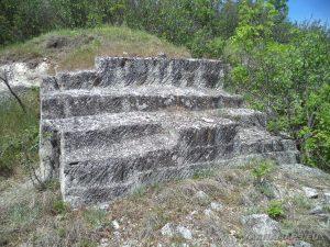 Старобългарско светилище - огромни стълби издълбани в скалите