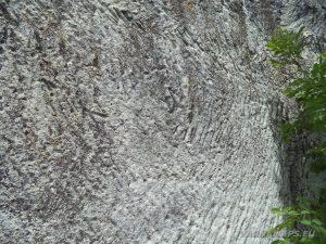 Старобългарско светилище - следи от дялане на ръка върху скалата