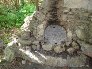 Екопътека Аладжа - Кранево - камината в заслон Бежаната