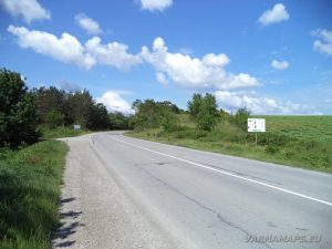 """Екопътека """"Веселиново"""" - отбивката край Веселиново за началото на маршрута"""