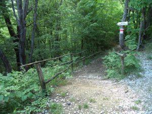 """Екопътека """"Веселиново"""" - началото на пътеката към водопад Скока"""