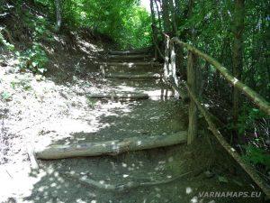 """Екопътека """"Веселиново"""" - дървените стълби по пътеката към водопад Скока"""