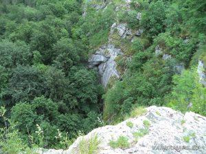 """Екопътека """"Веселиново"""" - изглед от скалите над водопад Скока"""
