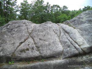 """Екопътека """"Веселиново"""" - """"Софрата"""" - скални символи по скалите"""