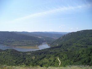 """Край язовир """"Цонево"""" - панорамен изглед от хълма """"Града"""" към Чудните скали"""
