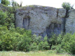 Чудните скали - красиви скални образувания по маршрута
