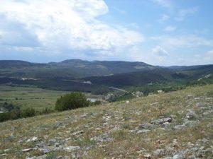 Чудните скали - изглед към планината от хълма