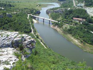 Чудните скали - панорамен изглед към началото на язовир Цонево от скалите над него