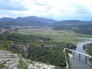 Чудните скали - изглед към Източна Стара планина от хълма над природната забележителност