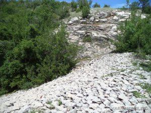 Чудните скали - скален насип с перфектно подредени, малки камъни