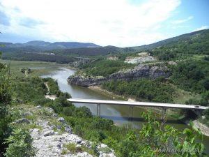 Чудните скали - изглед към долината край язовир Цонево