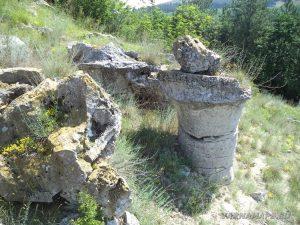 Побити камъни - група Авренска поляна - камък, приличащ на гъба