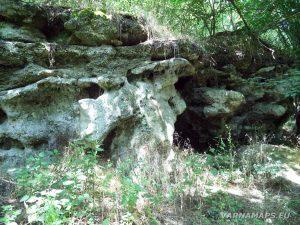 Местност Капладжата - пещера Долна Капладжа - поглед отвън