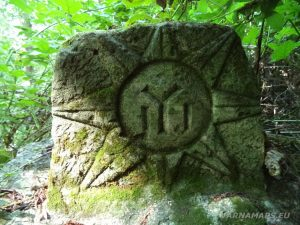 Местност Водениците - интересен камък със старинни символи при извора