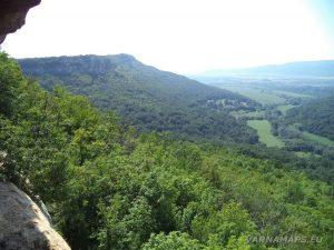 Местност Водениците - панорамен изглед към низината от Козята пещера