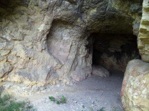 Местност Водениците - неголяма пещера по маршрута