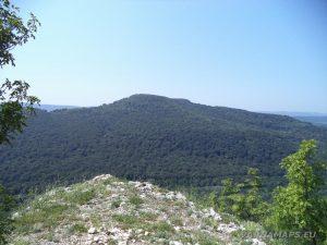 Местност Водениците - панорамен изглед от скалата срещу връх Голямата Арковна