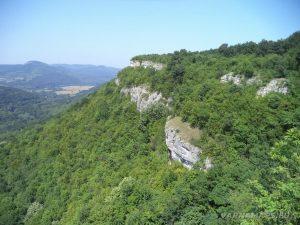Местност Водениците - панорамен изглед на скалния венец над низината на р. Камчия