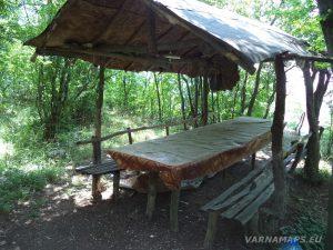 Местност Водениците - заслон за пикник над с. Черни връх