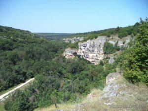 """Скално светилище """"Баджалията"""" - скалния венец в каньона на р. Табан"""
