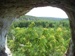 Скалните манастири край с. Войново - красив изглед към каньона от най-високата ритулна ниша