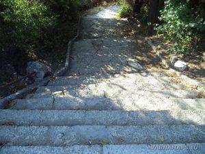 """Многобройните стълби от кв. """"Галата"""" към плажа"""